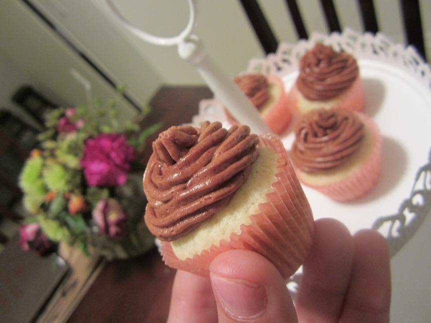 Vanilla Cupcakes & Chocolate Buttercream Frosting Recipe